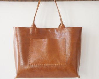 Belleville - Large Horizontal Leather Bag - Cognac