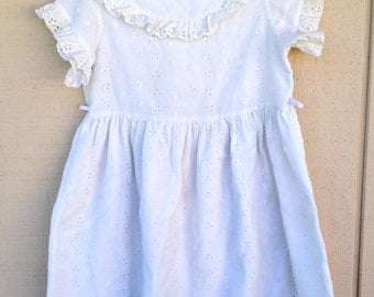 Vintage White Eyelit Girls dress, size 4/5