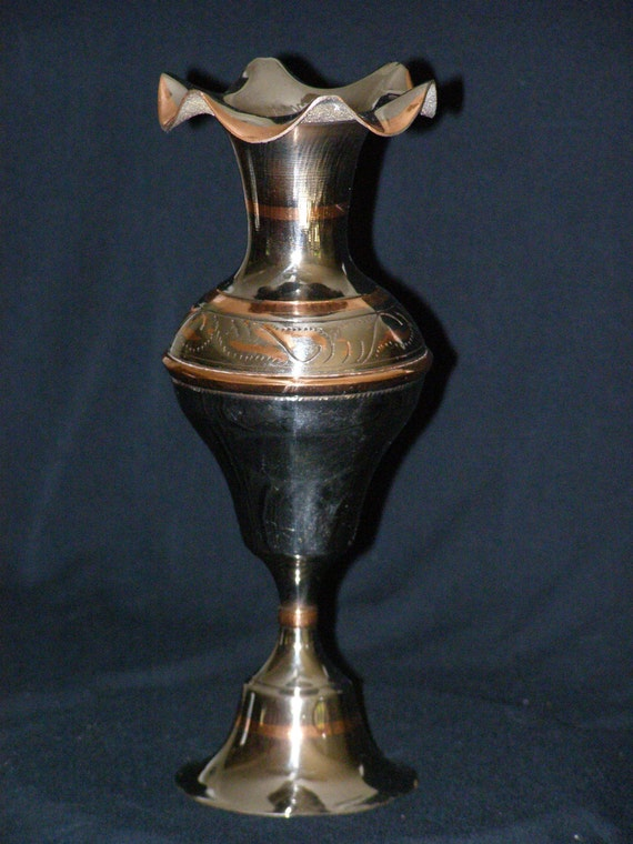 Silver copper fluted ruffled edge pedestal vase for Fluted pedestal base