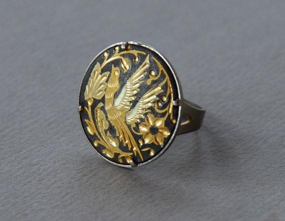 Vintage Damascene Bird Ring Black Gold Tone Silver Tone Floral Round Adjustable 1960's // Vintage Costume Jewelry