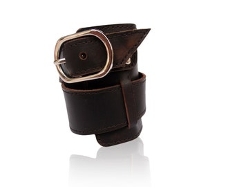 ELOQUENCE. Leather cuff / bracelet. Available in different leather colors.