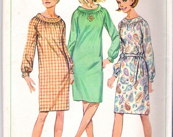 Vintage 1966 Simplicity 6621 One Piece Slim Dress with Raglan Sleeves Sewing Pattern Size 10 Bust 31""