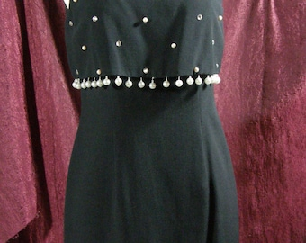 Show off your legs in this Sexy, mini, little black dress by Donna Ricco...pearls, rhinestones, curvey cocktail vintage dress New Years eve