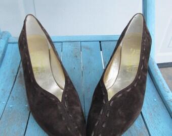 Vintage 1980s Ferragamo brown suede kitten heel pumps sz 7