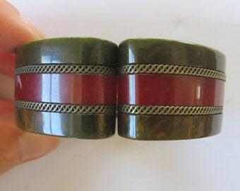 Vintage tested Bakelite 1930s/1940s Art Deco green/red stripe layer clamper hinged bracelet cuff rockabilly