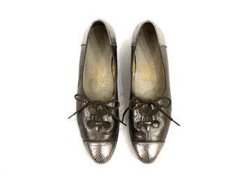 SALE metallic silver shoes / vintage 1960s lace up shoes 7 1/2