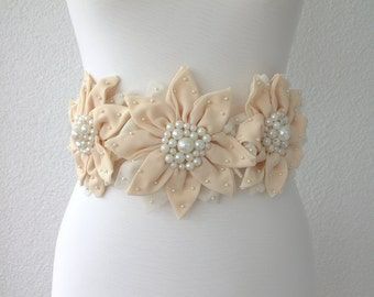 flower sash belt, bridal sash, wedding accessories, bridal pearl