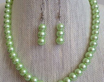 Light Green Pearl Necklace, Mint Green Wedding Bridesmaid Jewelry, Green Pearl Earrings, Mint Green Necklace, Light Green Beaded Jewelry