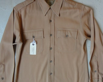 "Vintage 1940s 1950s mens tan brown gaberdine gabardine gab shirt mint rockabilly gussets button over collar military 44""chest USA Sanforized"