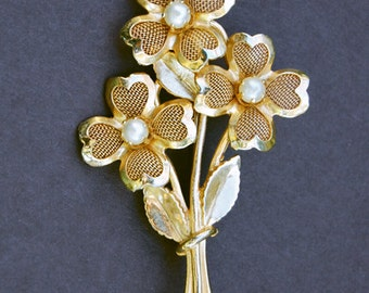 Vintage Coro Gold Tone Four Leaf Clover and Pearl Pin