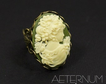 Lady Gothic ring in Green - bronze base with cameo - Victorian Gothic Jewelry