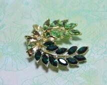 Vintage Green Rhinestone Wreath Brooch - Gold Tone - Holiday