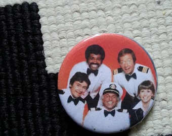 "badge ""love boat - cruise fun"""