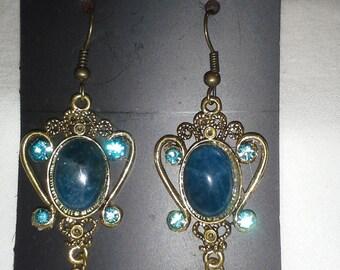 Vintage Designed Regal  Pierced Earrings = E131