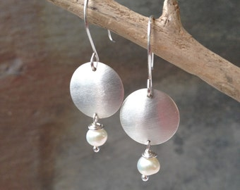 Silver and pearl dangle earrings - Brushed silver disc and pearl earrings - Bridal earrings