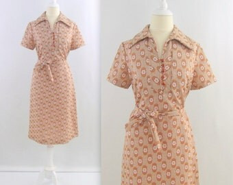 Vintage 1960s Mod Shirt Dress in Taupe + Terracotta Daisy Print - Medium Large by Ruby Lou