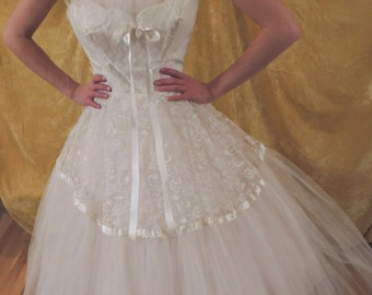 50s White Full Tulle Skirt Prom Dress/Ribbons and Lace/Vintage 1950s/Tea Length/ Strapless Tulle Gown/Wedding/Bridal/Prom/Small
