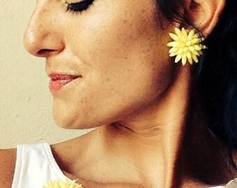 dahlia brooch & earrings set/ vintage 50s/60s pin earrings