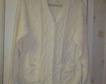 Women's Vintage White Oversized Sweater Preppy Cardigan Size Med. 8/10 Oversized