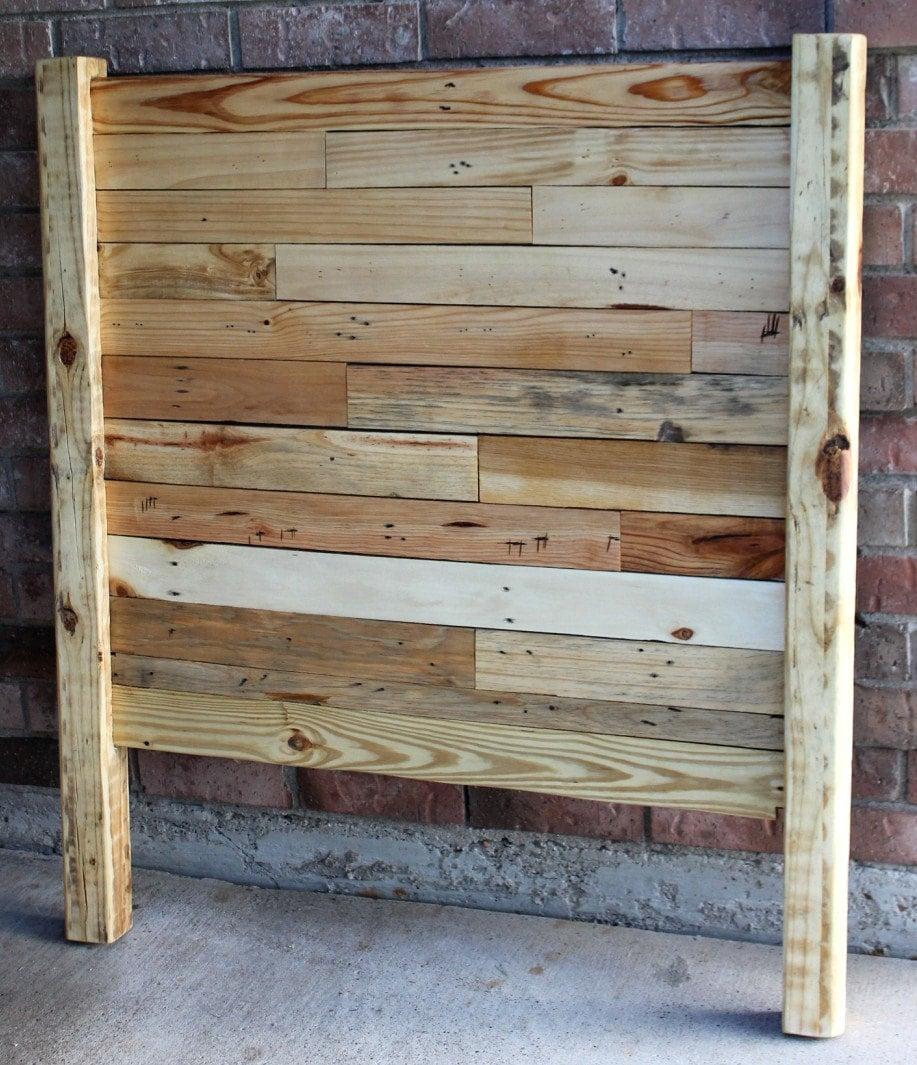 Pallet headboards twin queen full full size bed by 2rustynails for Queen size pallet headboard plans