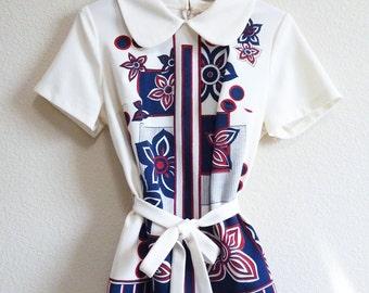 Mod Blue White Flower Top Geometric Belt White Red Blue short sleeve Belt