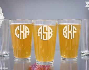 Personalized Pint Glass Groomsmen Gift - (ONE) Custom Engraved Monogram Pint Beer Glass - Glass Beer Pilsners - Groomsmen Gift - Mens Gift