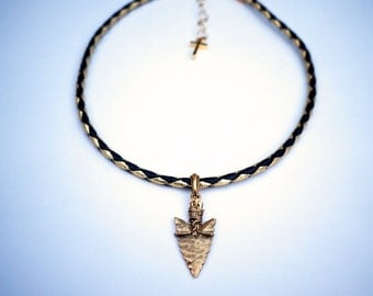 black and gold arrowhead choker