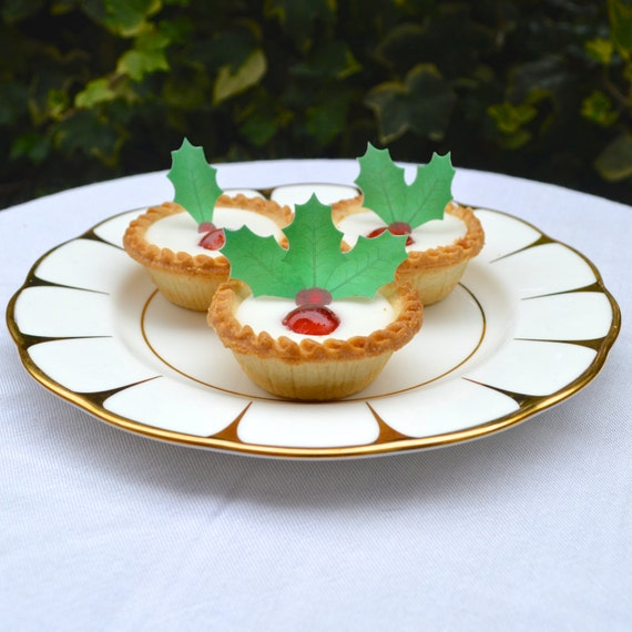Edible Cake Decorations Holly Leaves : Edible Holly Leaves & Berries Christmas Cake Decorations
