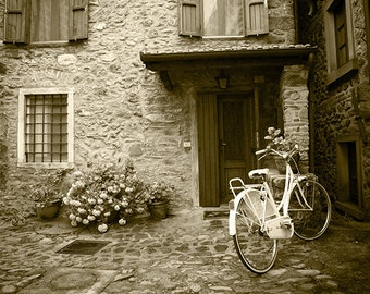 Bicycle photography, vintage bicycle photography, Tuscany photography. Home decor, wall art. Fine Art. Vintage picture.