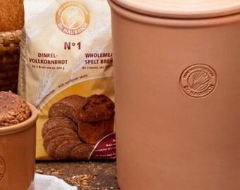 Bread Terra cotta pot with terracotta lid