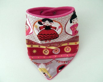 Bandana bib in cotton fabric with russian dolls and fleece
