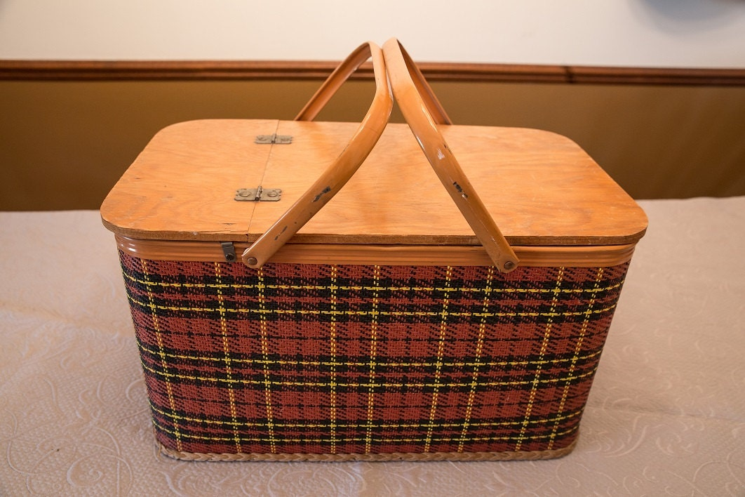 Picnic Basket Pie : Vintage picnic basket with dishes and pie shelf redmon peru