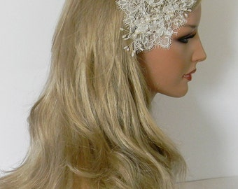 Tony hair jewelry in vintage style. Delicate lace with pearls and glass beads.
