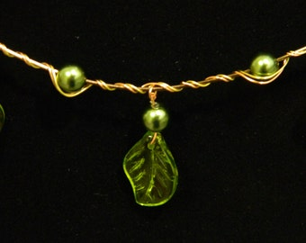 Illen Necklace--Pearl and Leaf