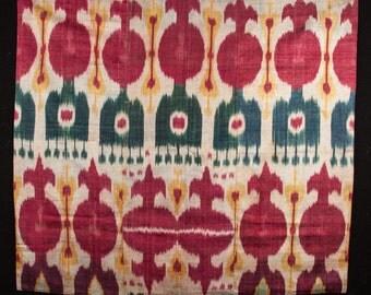 ANTIQUE silk and cotton UZBEK IKAT Hanging 3'9'' x 3'3'' _ 116 x 101 cm id: 066