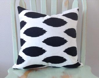 Decorative Pillow Cover. Premier Prints Chipper Slub print in Black and White. Throw Pillow Cover. Pillow Sham.