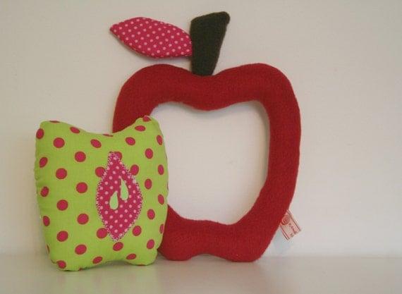 peluche,doudou,décoration chambre, Pomme ,d'Api, 2 en 1, encastrable, rouge, vert, rose, à pois, polaire et coton