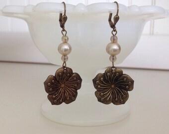 Pearly flowers earrings