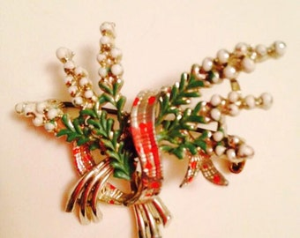 SALE ITEM Lucky Heather brooch, lovely condition