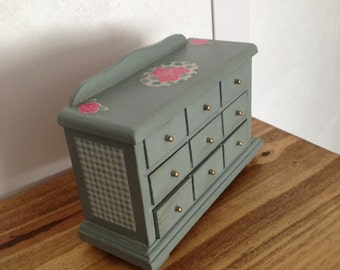 1/12th Scale Miniature Dolls House Shabby Chic Chest of Drawers