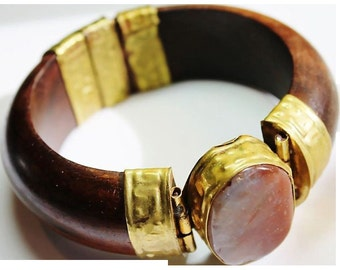VINTAGE Domed wood bracelet with brass and polished agate gemstone in a earthy red