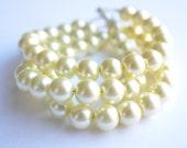 The Michelle- Cream Glass Pearl Bracelet