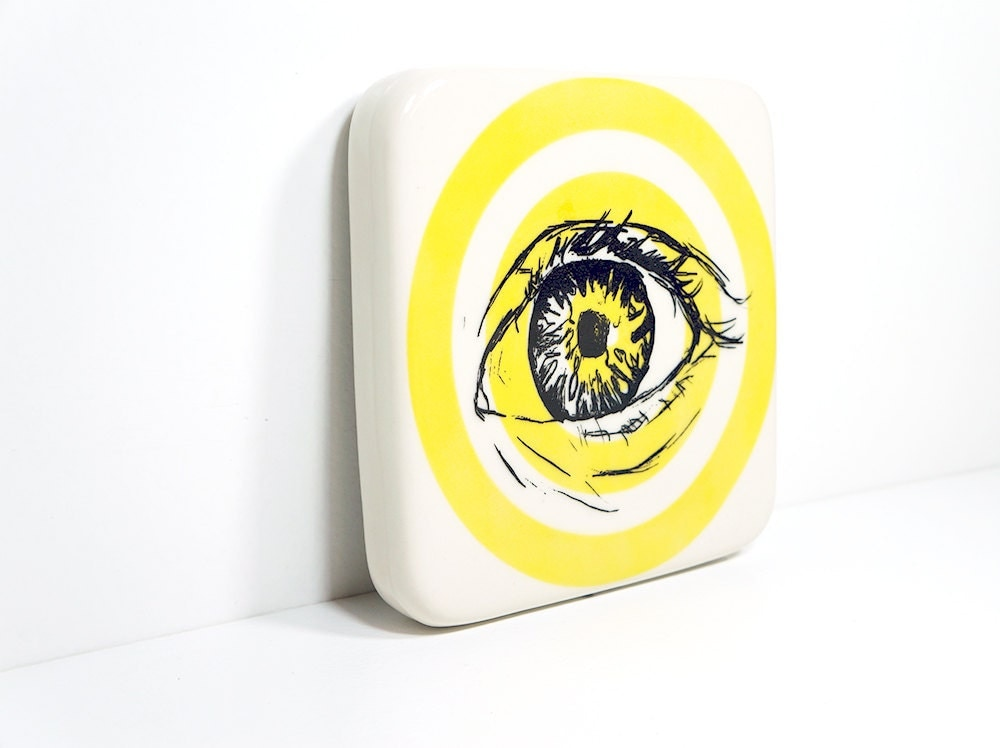 tile with an eye on a yellow bullseye, made to order / pick your colour