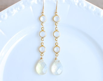 Iridescent Ivory Dangle Earrings. Edisto Collection. Bridesmaids Earrings.