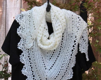 Shawl, Baby Soft White Scallop Trim Vintage Look Accessory