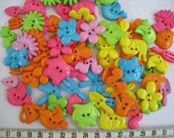 30 pcs of Novelty Button - In The Garden - Bright Sweet Pink Purple Yellow Orange Blue Lime