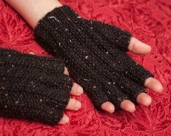 Black Farrow Rib Fingered Gloves - Small
