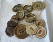 Lot Set of 16 VINTAGE Shell & Plastic BUTTONS