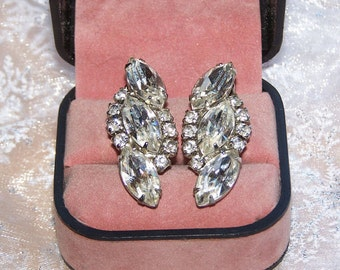 Vintage Weiss Stunning large  Rhinestone Earrings