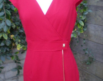 Red Fitted Calvin Klein Dress Size: 4. Holiday Red Dress. Gold Hardware. Side Sipper Detailed